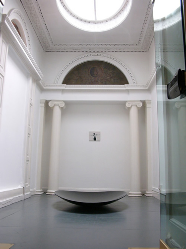 image5 The Lost American SLASH Crying in the chapel, 2009, installation shot, Goethe-Institut Irland